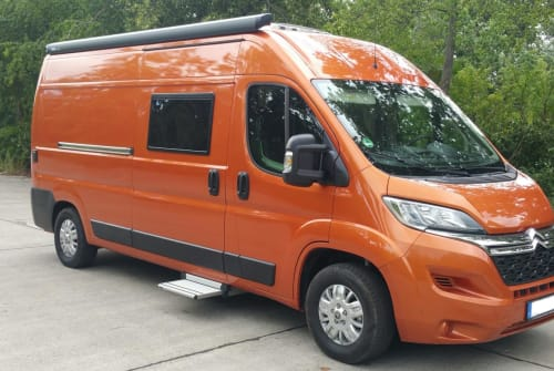 Hire a motorhome in Berlin from private owners| Citroen Orange