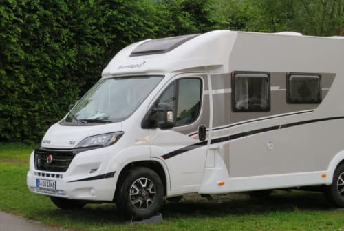 Hire a motorhome in Welden from private owners| Sunlight Hummel
