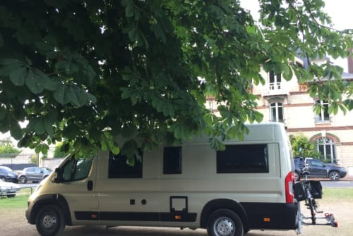 Hire a motorhome in Edam from private owners| Pössl Poezel
