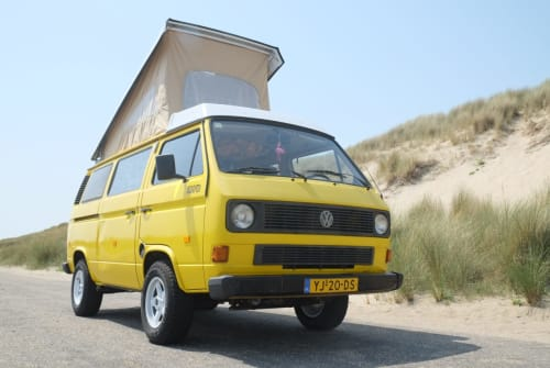 Hire a motorhome in Rotterdam from private owners| Volkswagen Mellow Yellow