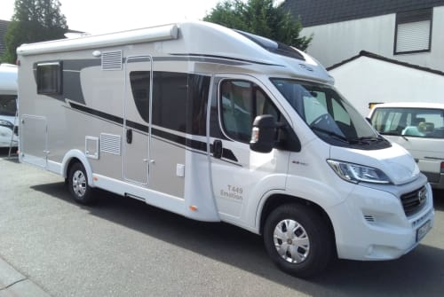 Hire a motorhome in Pulheim from private owners| Carado Tünn