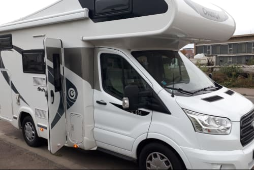 Hire a motorhome in Berlin from private owners| Ford Chausson 514