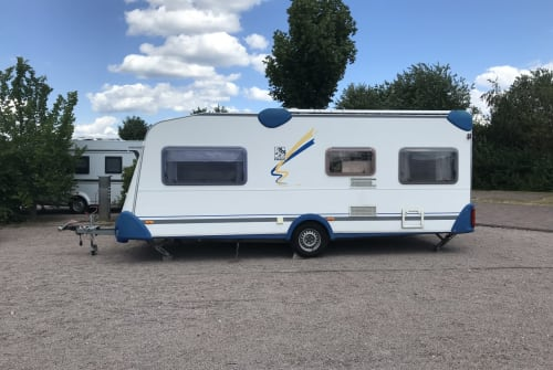 Hire a motorhome in Rüsselsheim am Main from private owners| Knaus Blueline