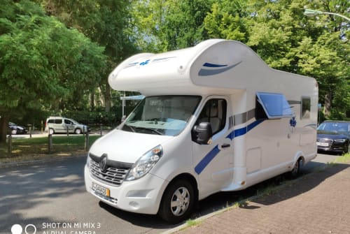 Hire a motorhome in Frankfurt am Main from private owners| Ahorn Supermobil