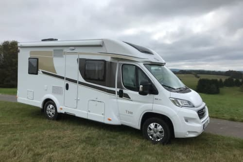 Hire a motorhome in Malberg from private owners  Carado Glückskind