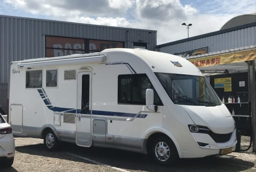Hire a motorhome in Amsterdam from private owners| McLouis Louis