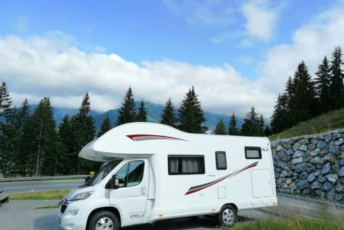 Hire a motorhome in Oberhaching from private owners| PLA Big Rock