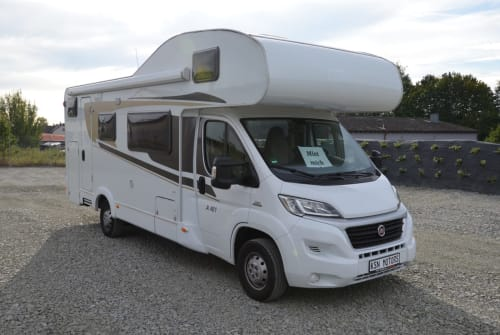 Hire a motorhome in Vohenstrauß from private owners| Carado Carado A461