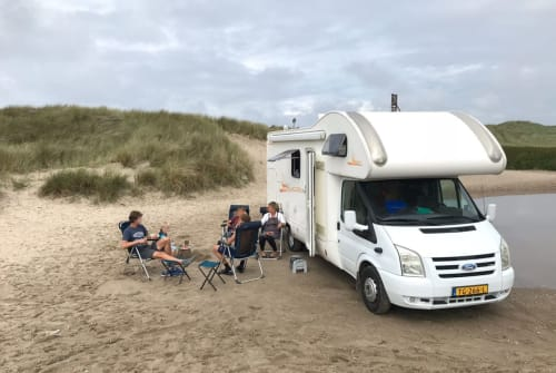 Hire a motorhome in Valkenswaard from private owners| Rimor Vrije Valk