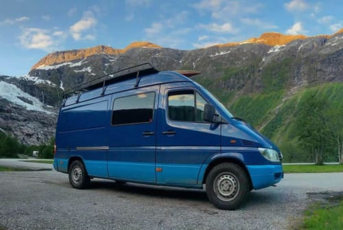 Hire a motorhome in Gaanderen from private owners| Mercedes  Ruby