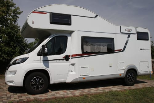 Hire a motorhome in Brüel from private owners| LMC Breezer Womo