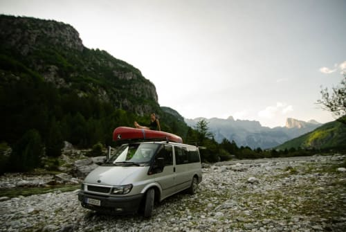 Hire a motorhome in Graz from private owners| Ford Fliwatüüt