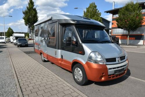 Hire a motorhome in Schelklingen from private owners| Bürstner Goofy