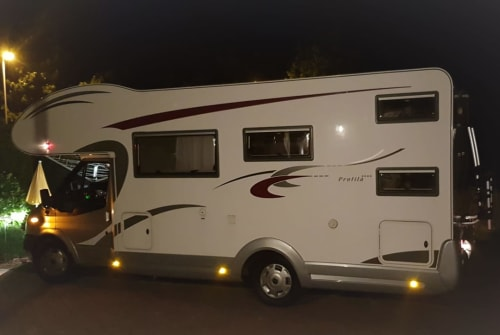 Hire a motorhome in Ahrensburg from private owners| Eura Mobil Louis RoiSoleil