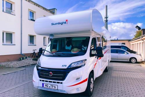 Hire a motorhome in Bad Dürrenberg from private owners| Sunlight Goddula Grün