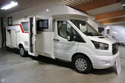 Hire a motorhome in Pulheim from private owners| Roller Team Anton