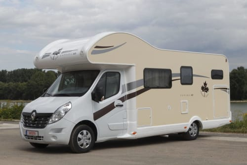 Hire a motorhome in Weiterstadt from private owners| Renault Dogs-Hörnchen