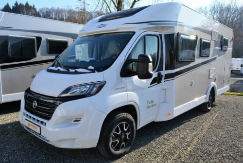 Hire a motorhome in Oberteuringen from private owners| Carado Charlotte