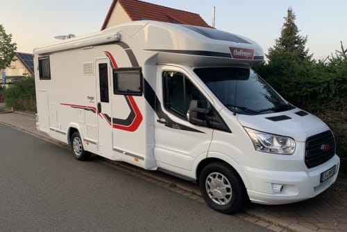 Hire a motorhome in Erfurt from private owners| Challenger  Franz