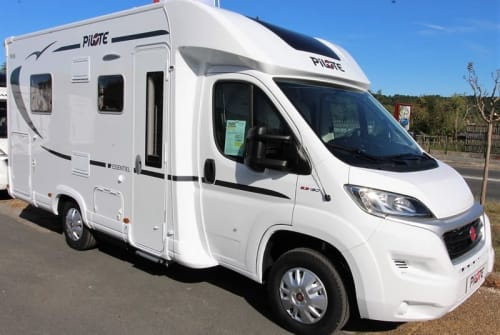 Hire a motorhome in Delbrück from private owners| Pilote Queen