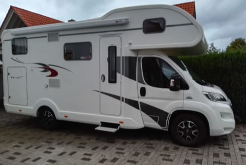 Hire a motorhome in Porta Westfalica from private owners| EURA MOBIL EURA Mobil