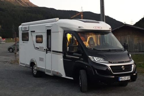 Hire a motorhome in Lachen from private owners| LMC Blacky