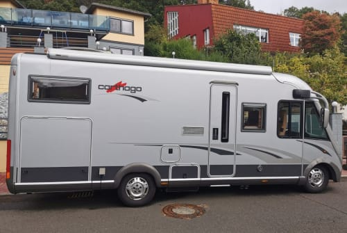 Hire a motorhome in Weimar from private owners| Carthago Dicke Berta