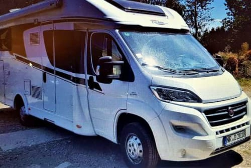 Hire a motorhome in Waldbreitbach from private owners| Corado Minna