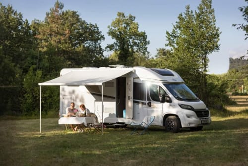 Hire a motorhome in Maasbree from private owners| Carado Carado 4-p 2019