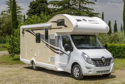 Hire a motorhome in Kamp-Lintfort from private owners| Ahorn Campiano