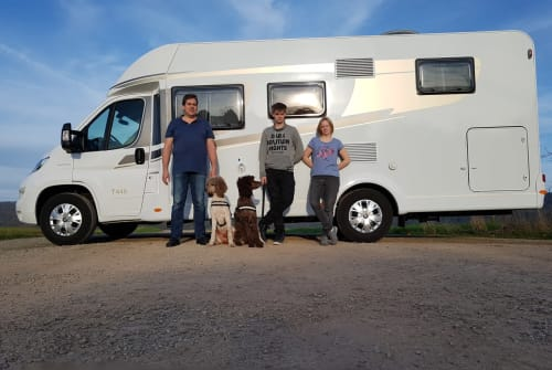 Hire a motorhome in Uslar from private owners| Fiat Hundemobil