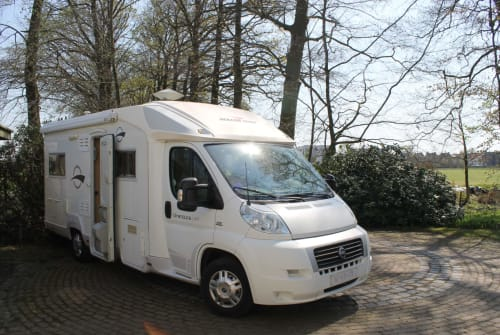 Hire a motorhome in Volkel from private owners| Fiat Ducato TopCamperen2