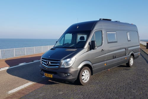 Hire a motorhome in Wapenveld from private owners| Mercedes Zwerver-XL