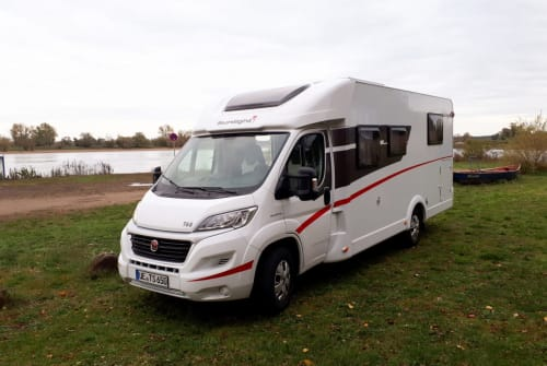 Hire a motorhome in Uelzen from private owners| Sunlight Homey