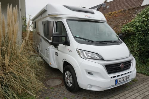Hire a motorhome in Hattingen from private owners| Carado Camper K. T448