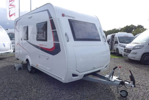 Hire a motorhome in Hemer from private owners| Sterckeman 2020 420CP