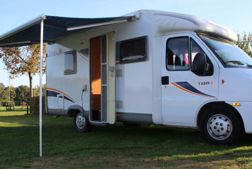 Hire a motorhome in Zeist from private owners| Fiat Sunlight