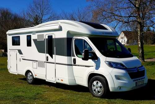 Hire a motorhome in Beckum from private owners| Adria Free Willy