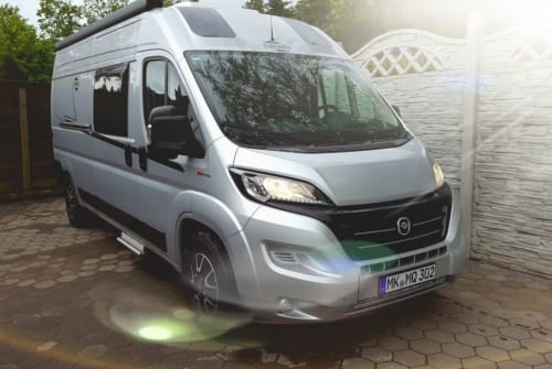 Hire a motorhome in Menden from private owners| Carado Bienchen