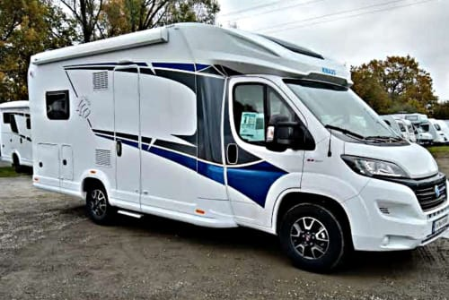 Hire a motorhome in Quakenbrück from private owners| Knaus Live Wave 650MF