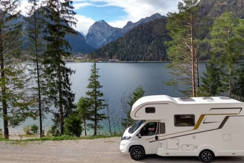 Hire a motorhome in Gröbenzell from private owners| Eura Mobil Das Wintermobil