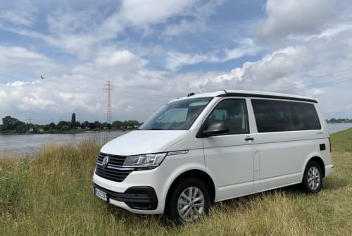 Hire a motorhome in Hamburg from private owners  VW White Russian