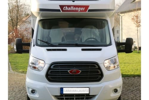 Hire a motorhome in Wittichenau from private owners| Challenenger Jonny