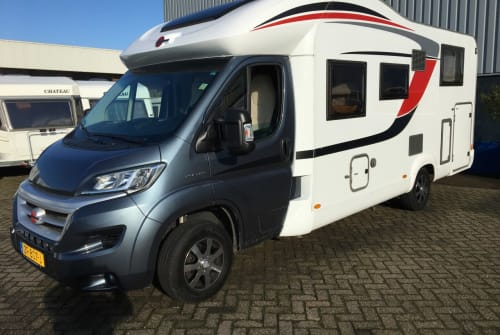 Hire a motorhome in Bergeijk from private owners| Burstner  Ixeotime 726i