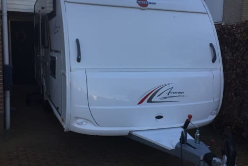 Hire a motorhome in Nieuwleusen from private owners| Burstner Familie caravan