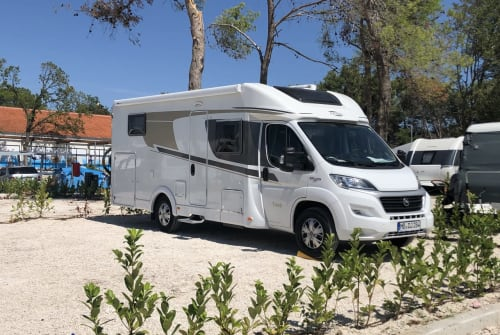 Hire a motorhome in Valley from private owners| Carado CORA