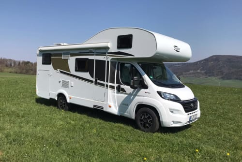 Hire a motorhome in Blumberg from private owners| Carado Raumwunder