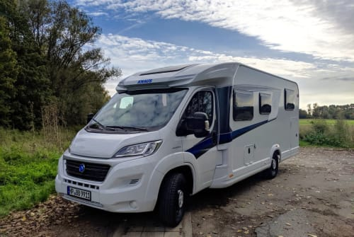 Hire a motorhome in Heppenheim from private owners| Knaus Sky