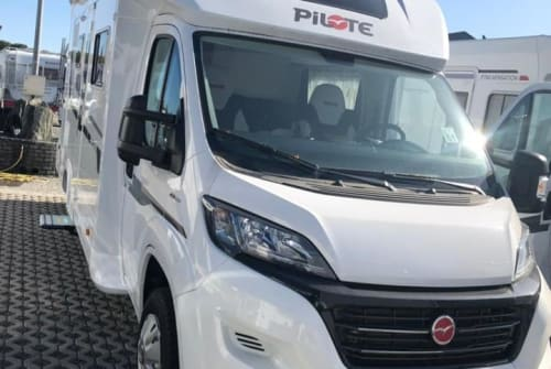 Hire a motorhome in Essen from private owners| Pilote  Lemarra
