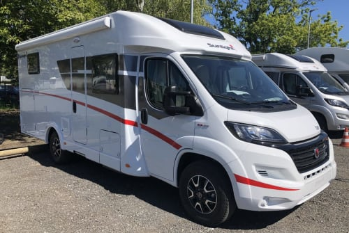 Hire a motorhome in Ostelsheim from private owners| Sunlight Samdonai